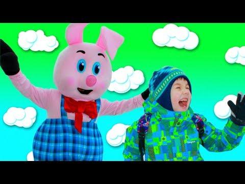 Рома и Хелпик играют с огромной игрушкой! Сhildren Play With Big Toy Pig