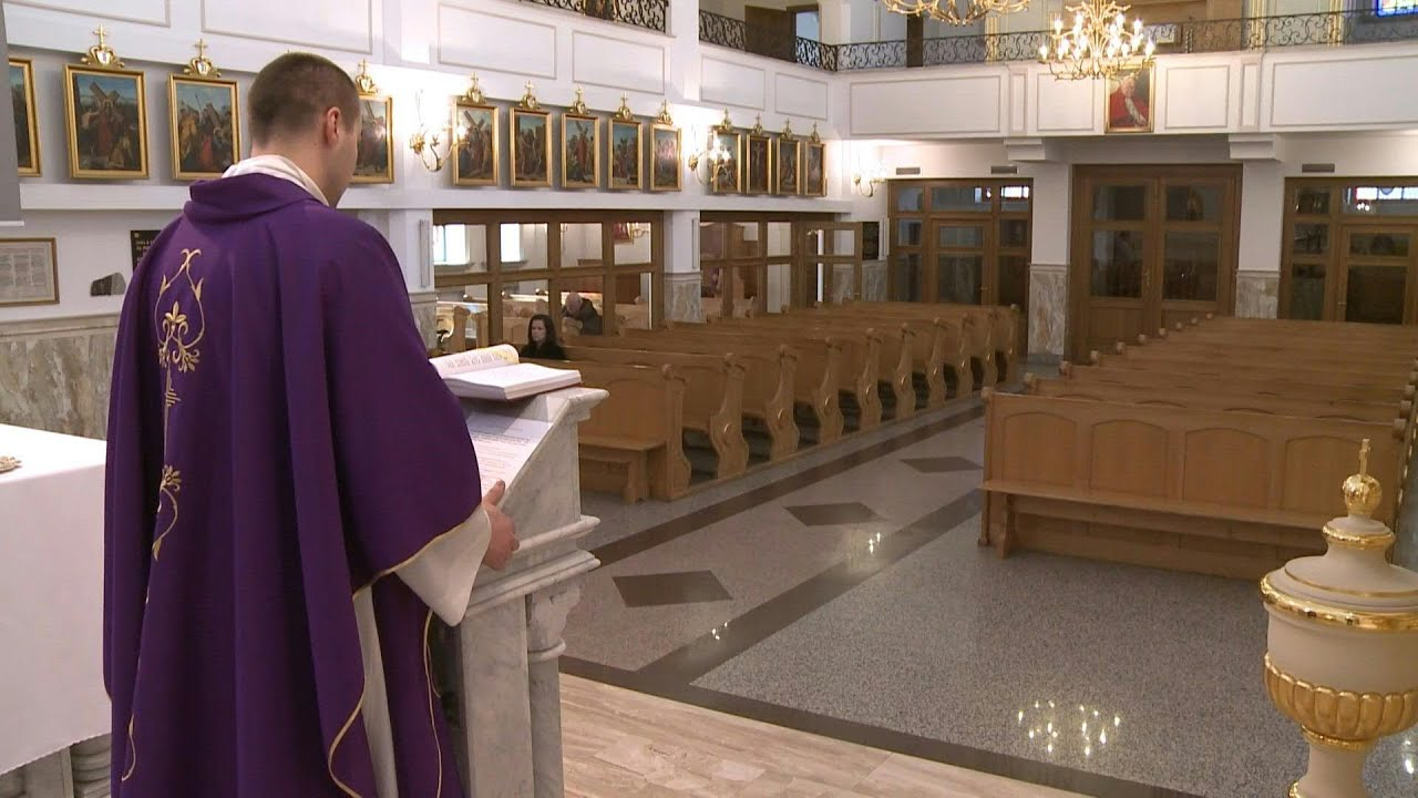 Coronavirus: in Poland, priests celebrate Mass in empty churches ...