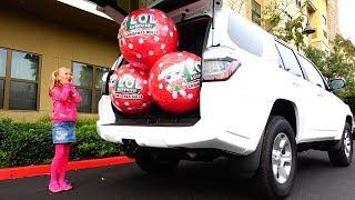 Las bolas gigantescas LOL Sorpresa La serie navideña en el coche de mamá de nuevas bolas .