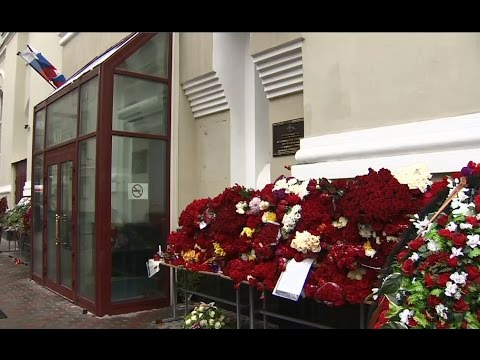 LIVE: Floral tributes for Tu-154 crash victims at Alexandrov Ensemble building in Moscow