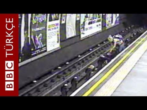 Bebek arabası metro raylarına düştü - BBC TÜRKÇE