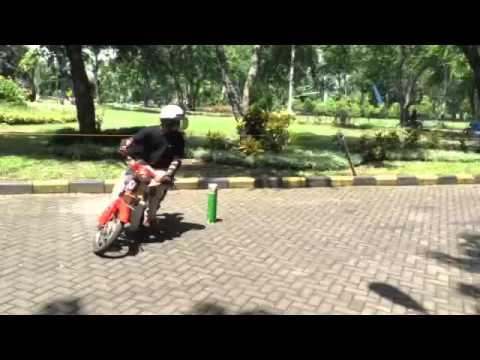 Honda C70 pispot slalom two wheels ..juara 2