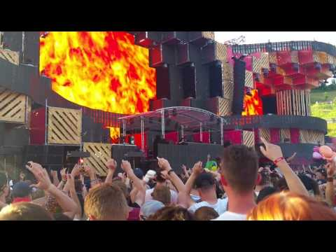 Jack Ü playing 'Jungle Bae (VIP Mix)/SMACK!' live at Electric Love Festival 2016 #ELF16