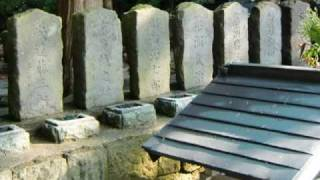 会津若松、飯盛山にある「白虎隊士の墓」。