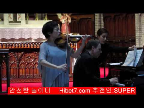 ­  Ave Maria For Violin - Kyung-Wha Chung (정경화) Live @ Myeong-dong Catholic Cathedral 89