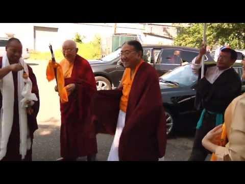 his-holiness-the-sakya-trizin-arrives-in-minnesota
