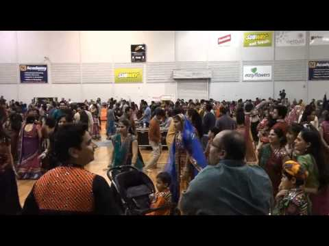 FALGHUNI PATHAK GARBA 2013 ADELAIDE PART 3