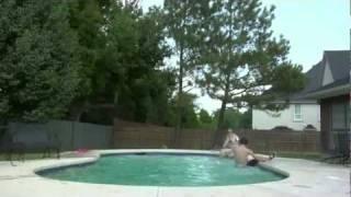 Fehlsprung in den Pool PANNE