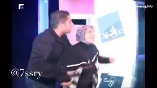 Un jeune homme de 15 ans frappe sa mère en direct à la TV