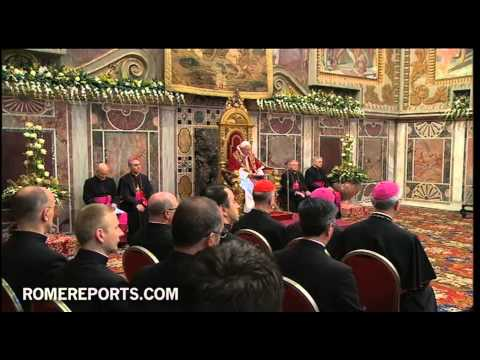 Pope individually greets ambassadors after giving annual diplomatic corps address