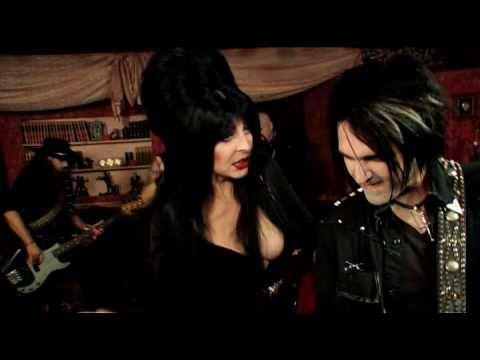 Elvira in Ghoultown's