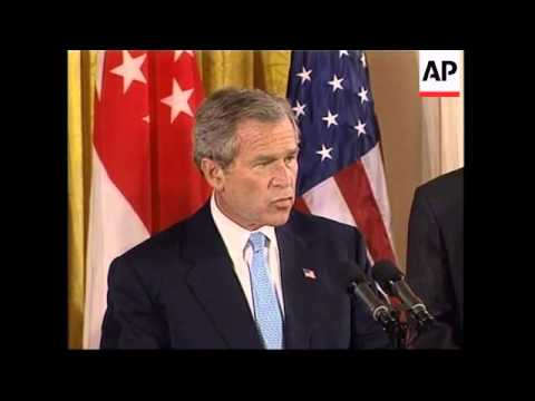 Bush signing Free Trade Agreement with Singapore PM