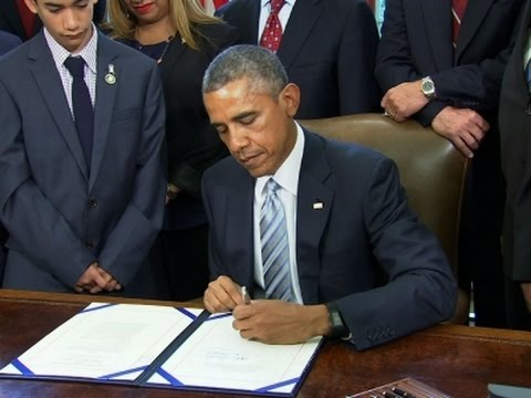 Obama Signs 'Blue Alert' Law to Protect Police