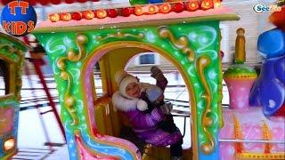 ✔ Беби Борн и Ярослава — прогулка на Новогоднюю Елку / Doll Baby Born with Yaroslava ✔(С Новым Годом! Скорей к экрану! Сегодня Ярослава и Беби Борн отправятся на прогулку к Новогодней Елке...., 2016-01-05T10:38:00.000Z)