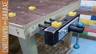 Instalando tornillo de apriete en banco de carpintero. Installing workbench vise