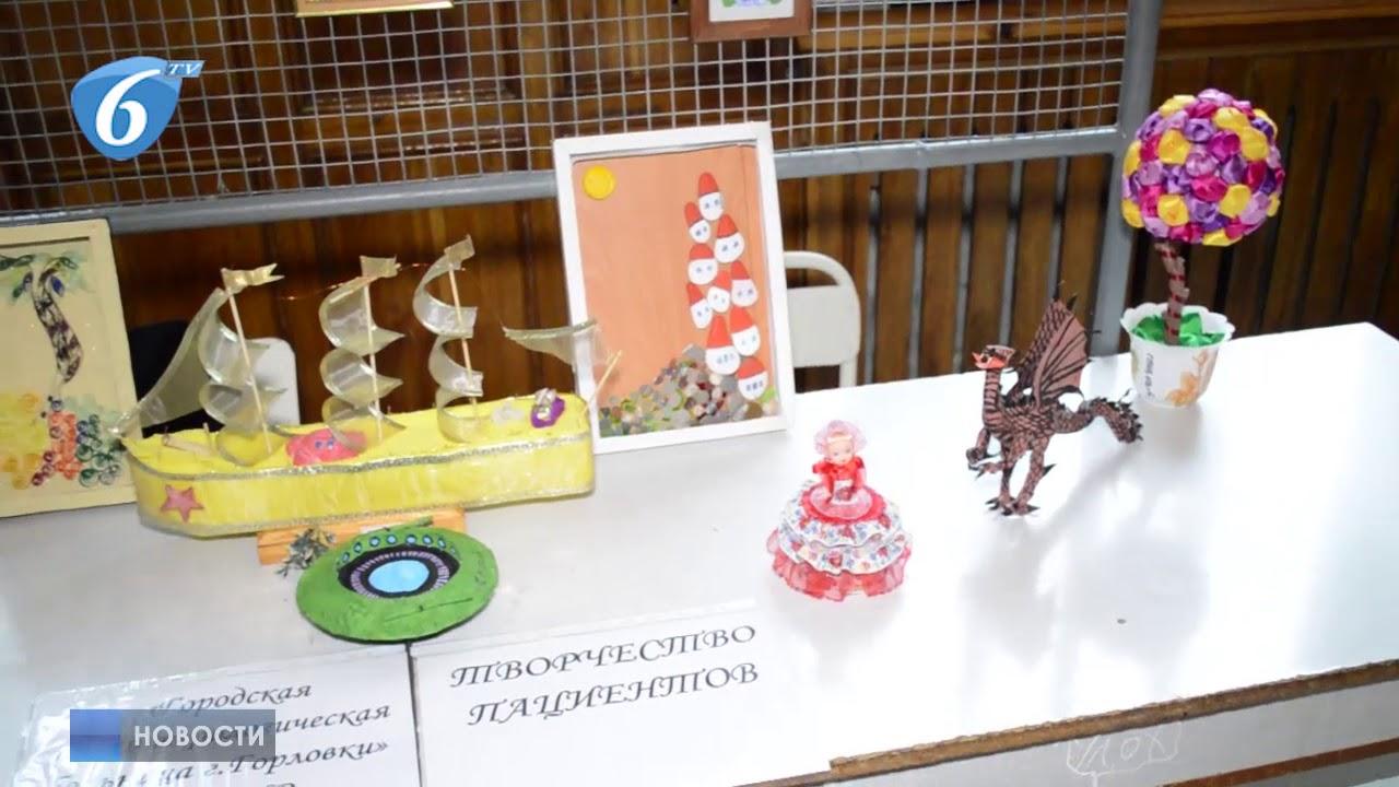 Выставка работ декоративно-прикладного искусства в Горловском техникуме ДоНУ