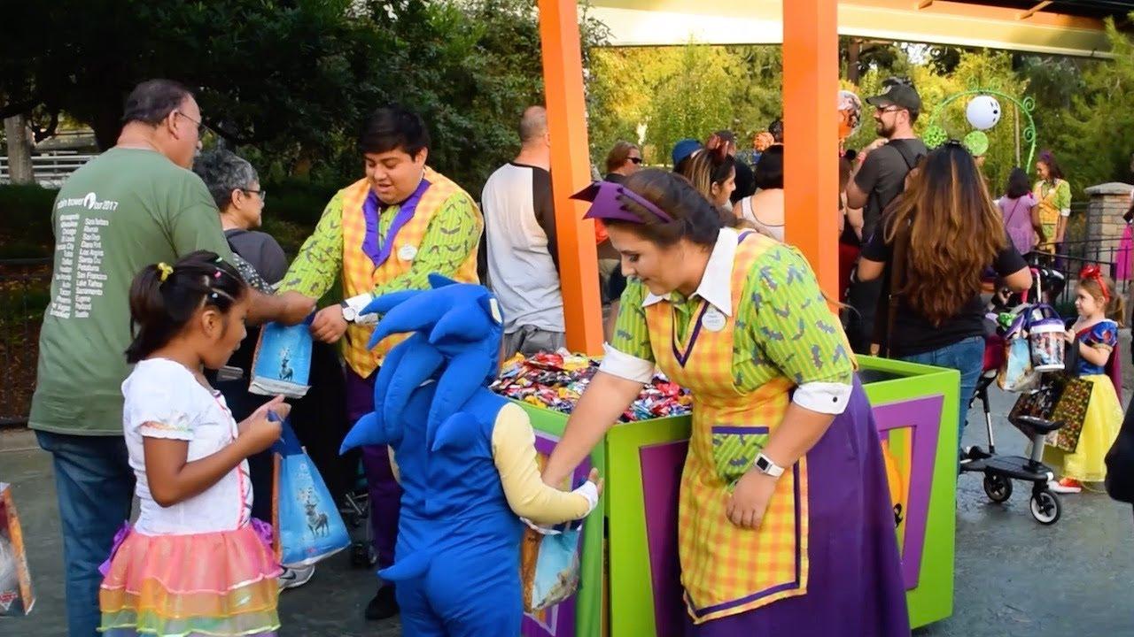 Trick Or Treat Trails At Mickeyu0027s Halloween Party 2017, Disneyland Park,  Disneyland Resort