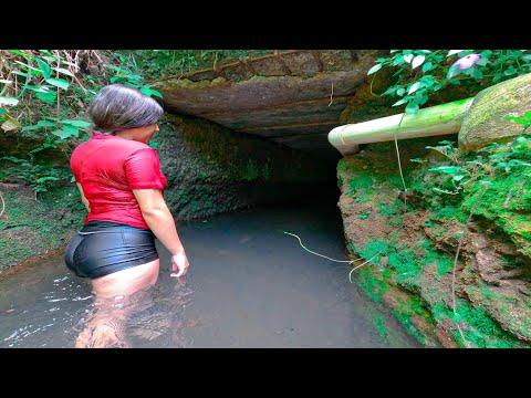 Dándome Un RICO BAÑO A La ORILLA de La CARRETERA En EL SALVADOR *Encontramos Un Túnel*