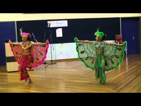 Tari Merak Sunda - Indonesian Peacock Dance by Vila and Vasha Sudarjanto #8