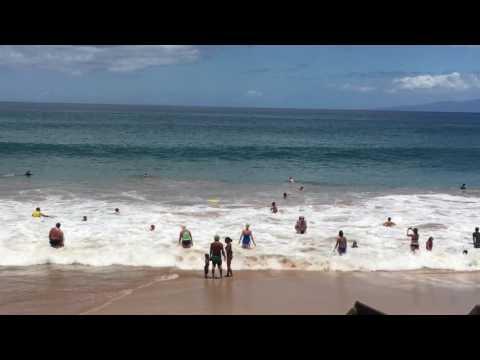 Unusually large waves at Kamaole Beach Park III, Maui, Hawaii