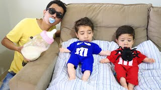 Rafael e João Pedro voltam a ser bebês 👶 Rafael and JP pretend to play baby 👶