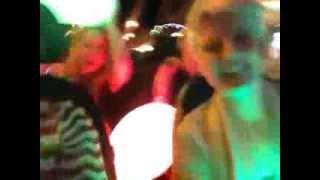 Smart&Green ladies livin' it up on King Street, Newtown(, 2014-01-04T13:02:15.000Z)