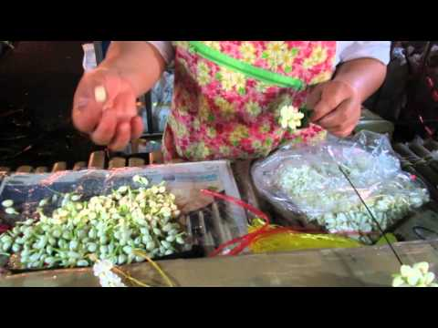 Bangkok Flower Market (Pak Klong Talad) - Jasmine & Crown Flower Garland
