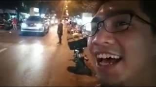 Pewpew bất ngờ khi nghe thấy giọng của mình trên phố