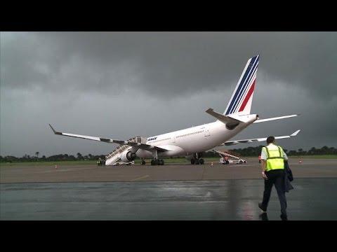 """Ebola: Air France, """"dernier espoir"""" pour la Siera Leone"""