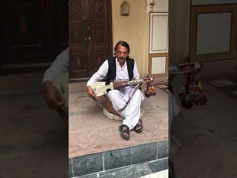"""Lar shah pekhawar ta kameez tor mala rowra"" amazing talent at Saidpur village"
