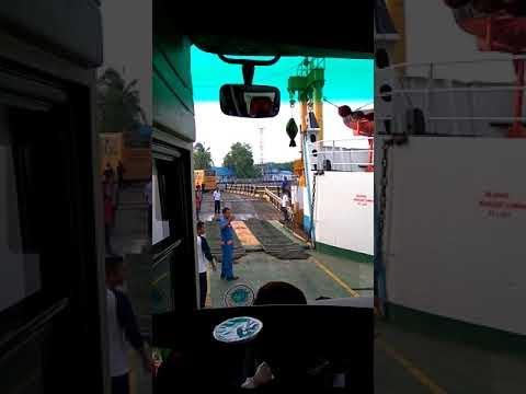 Bus Surabaya Indah Nyangkut