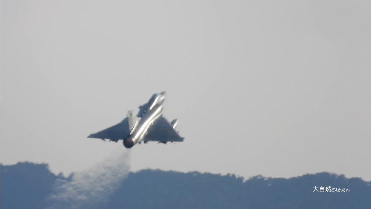 無戰力空隙 !幻象警戒機拂曉出擊 ~一條日光戰備大道,攜掛對空飛彈巡弋台海Dassault  Mirage 2000TAXIWAY takeoffs and Landings@Hsin-Chu AFB