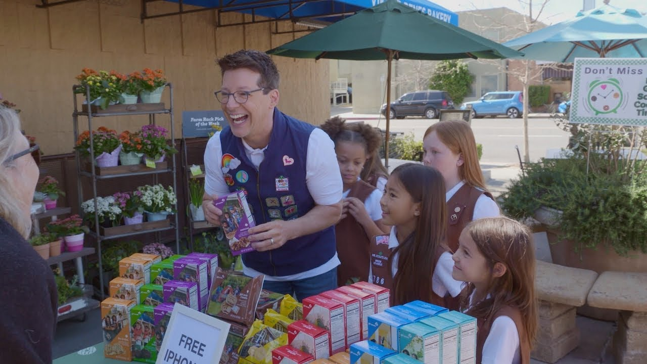 Sean Hayes Becomes a Girl Scout