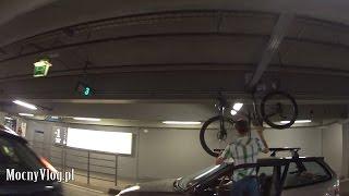 z rowerem na dachu na parking podziemny to nie jest dobry pomysł