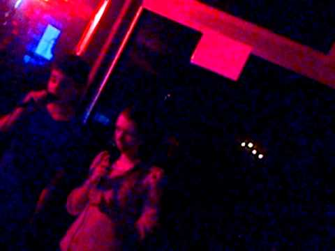 haha Cloe en Matthi effe karaoke!