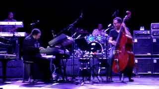 "6-20-12 George Duke and Stanley Clarke ""No Rhyme No Reason"" solo.MPG"