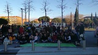 Fridays for Futrue y Extinction Rebellion trasladan su protesta ante la embajada de Australia