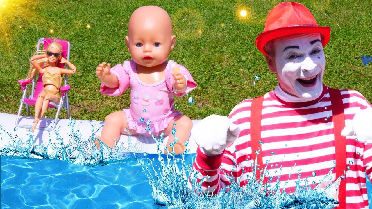 Baby Born und Barbie teilen sich den Pool. Spielzeug Video für Kinder.