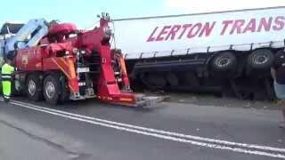 Pomoc drogowa w akcji! Wyciąganie i holowanie ciężarówki! M.A.N & Palfinger/ Łosice 2015