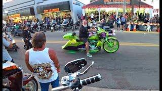 Байкеры в США. Парад мотоциклистов в Дайтона Бич.Bike WeeK.Флорида.Америка...