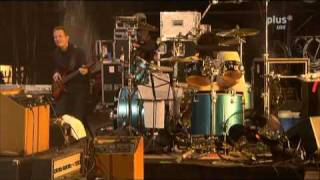 "THEM CROOKED VULTURES ""New Fang"" (Live @ Rock Am Ring 2010)"