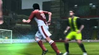 Rainbow Flip and a Bycicle Kick Combo While Attacking PES 11