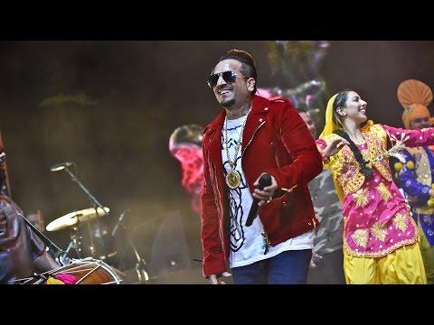 Jazzy B - Londono Patola (Asian Network Live 2017)