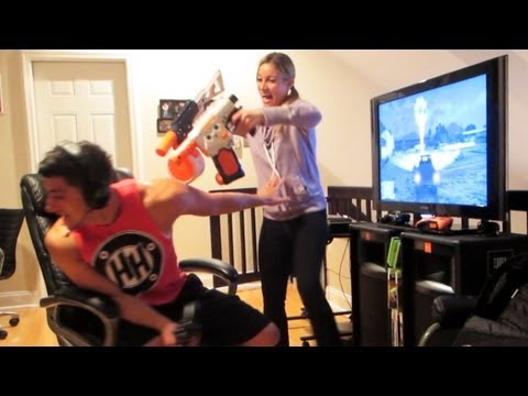 女友是如何阻止男友玩 GTA V(侠盗猎车手5)~有用吗?XD