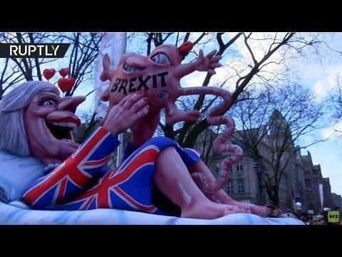 Rosenmontag: German carnival floats mock political leaders