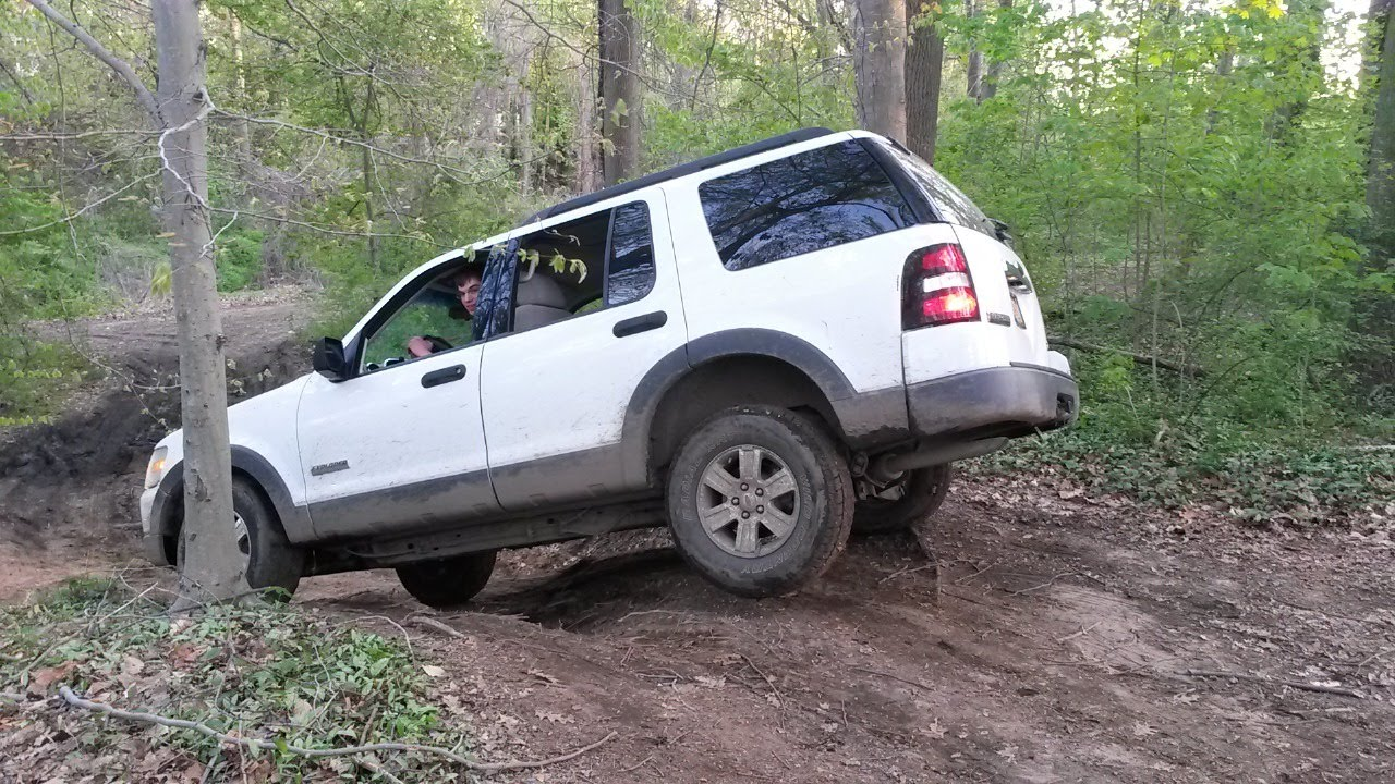 2006 Ford Explorer Offroading Suspension Flex Youtube