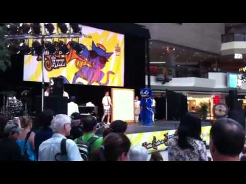 Chat mascot tap-dances at Montreal Jazz Festival 2011