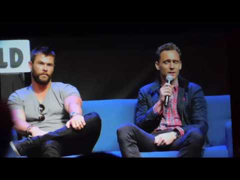 Tom Hiddleston &  Chris Hemsworth at Wizard World Comic Con Philadelphia 2016 (Thor & Loki)