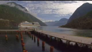 Geirangerfjord蓋朗厄爾峽灣Hellesylt滿山春色