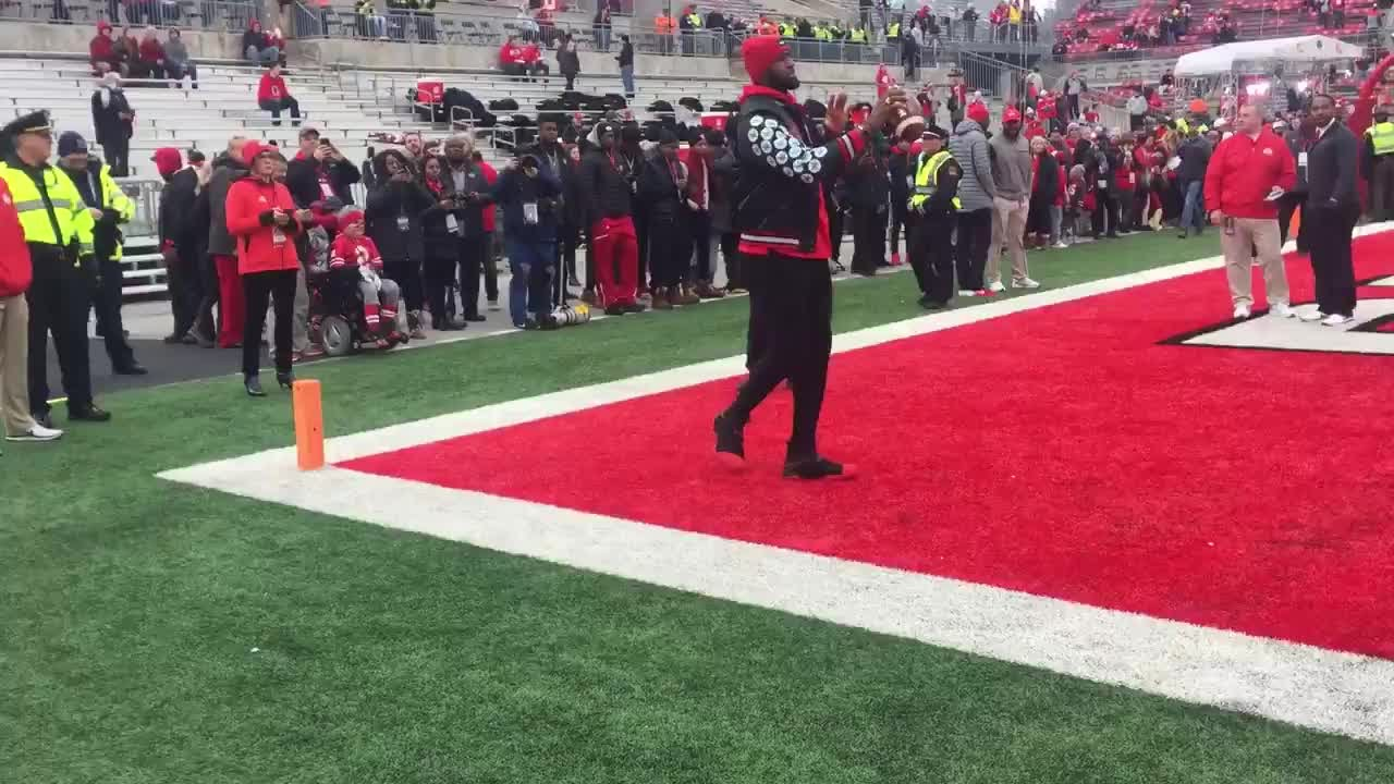 LeBron James attends Ohio State game - YouTube e4dcd28e7